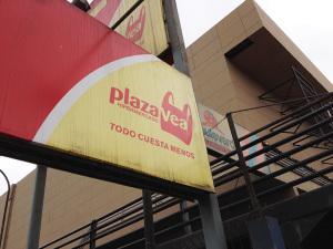 Plaza Vea chacarilla cerca al edificio VISTACORP